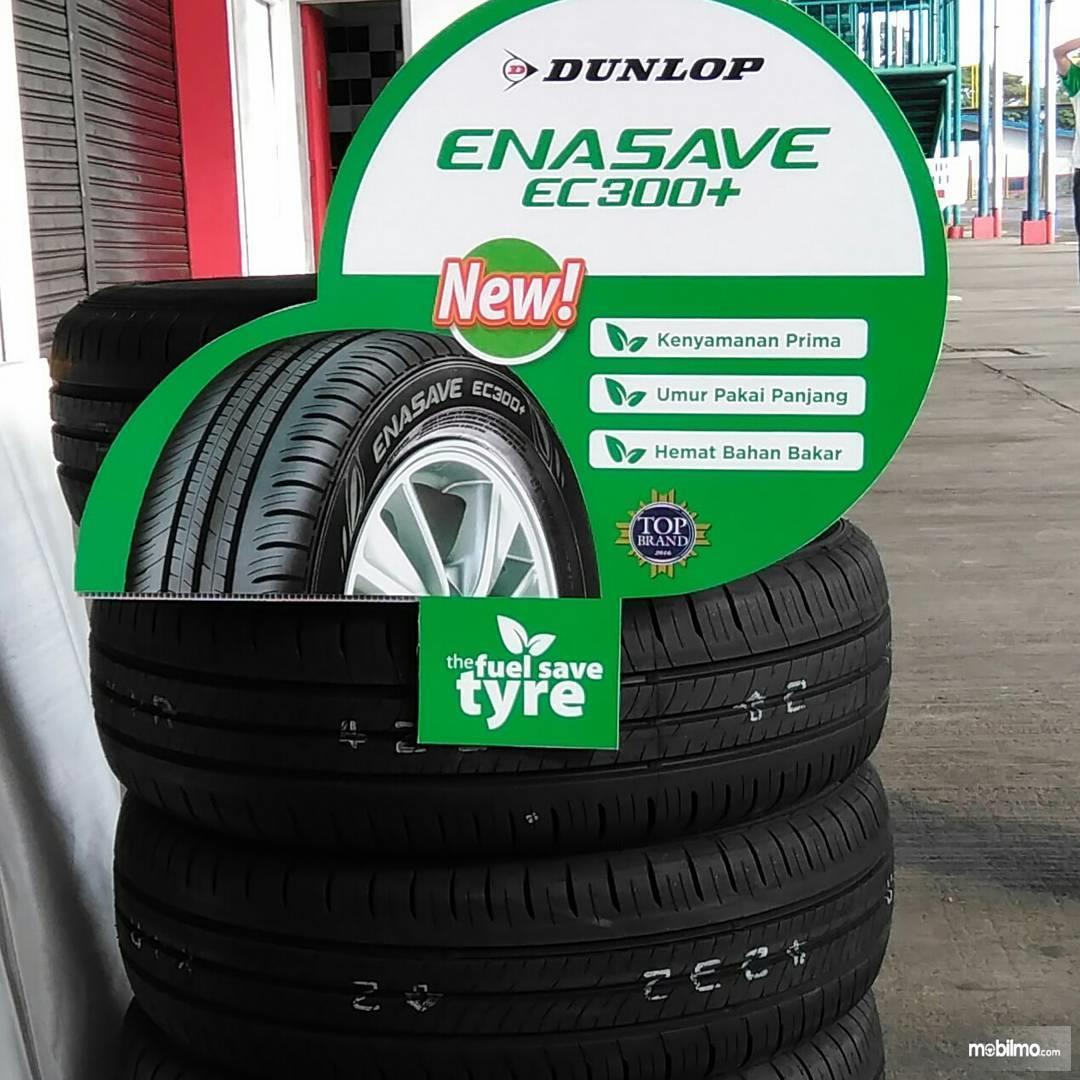 Foto menunjukkan ban ramah lingkungan Dunlop Enasave EC300+