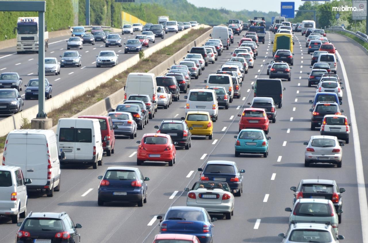 Foto menunjukkan kepadatan lalu lintas di salah satu jalanan Amerika