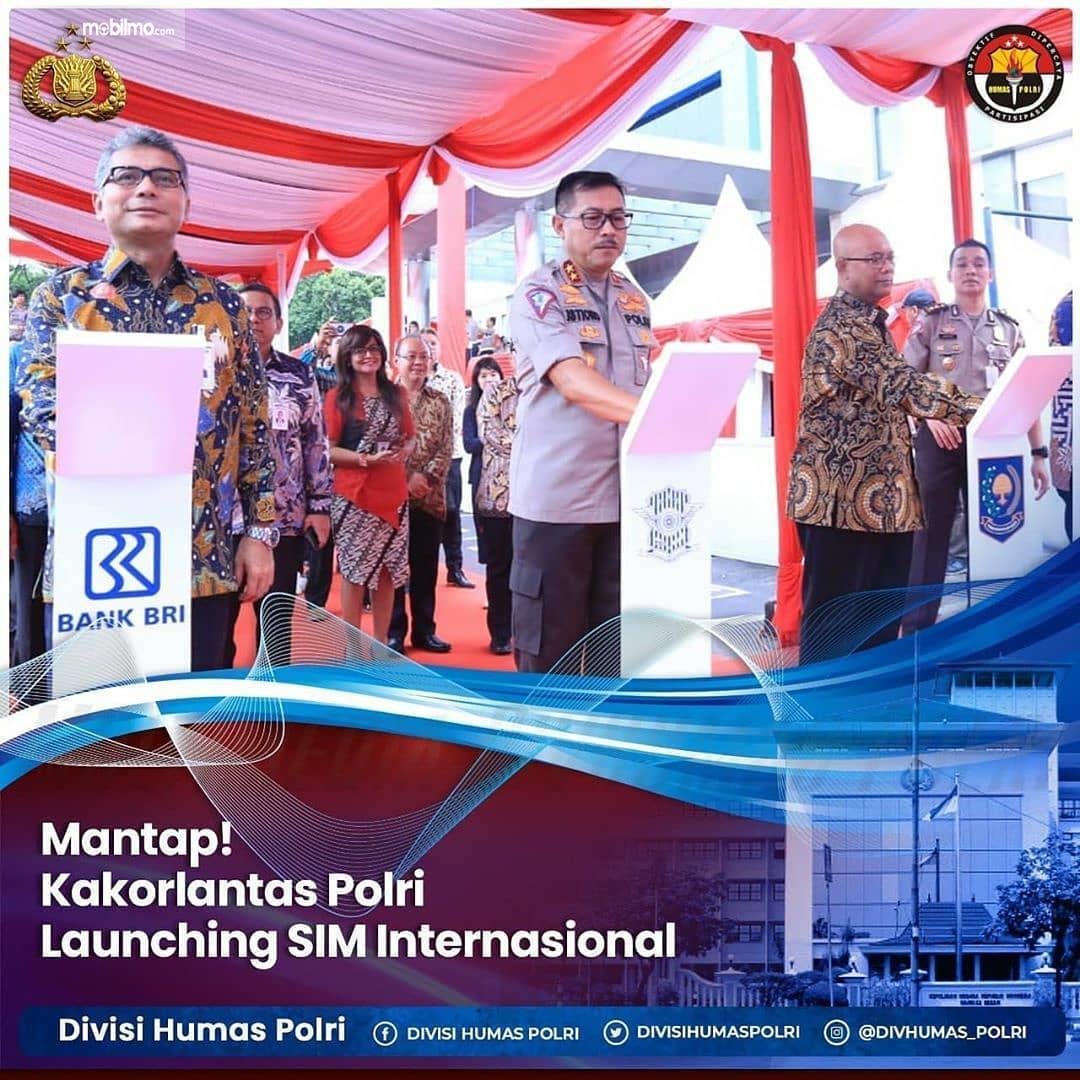Foto menunjukkan Peluncuran Layanan Pembuatan SIM Internasional