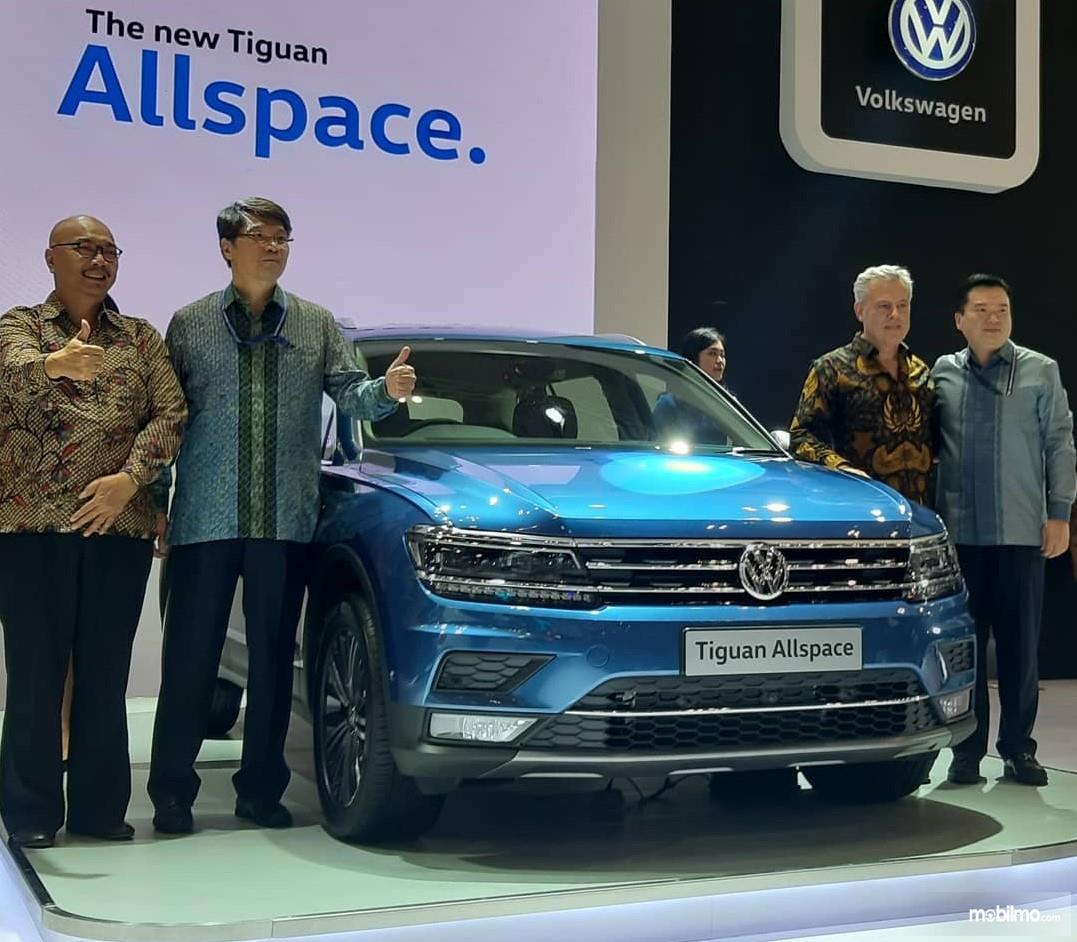 Foto menunjukkan VW Tiguan Allspace saat diluncurkan di Indonesia tahun 2019