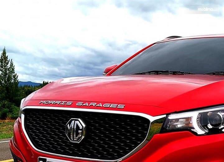 Foto menunjukkan Logo Morris Garage (MG) di salah satu model MG