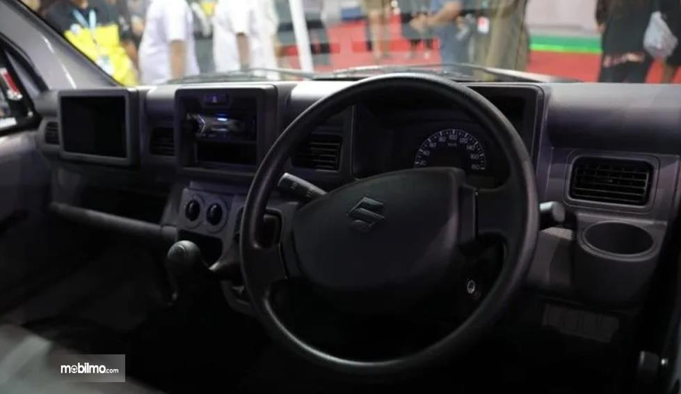 Gambar ini menunjukkan interior Suzuki New Carry Pick Up Luxury