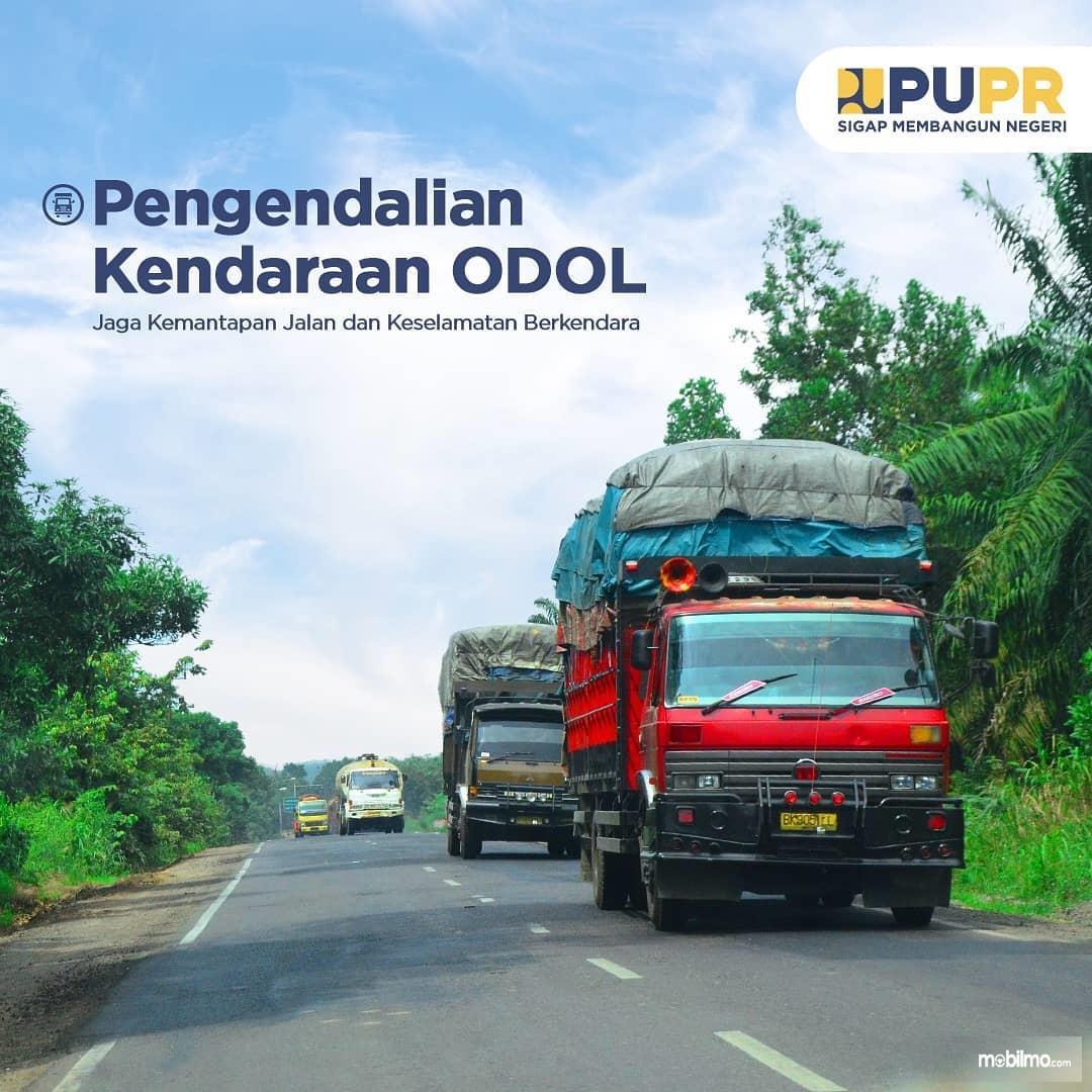 Foto menunjukkan Pengendalian truk ODOL