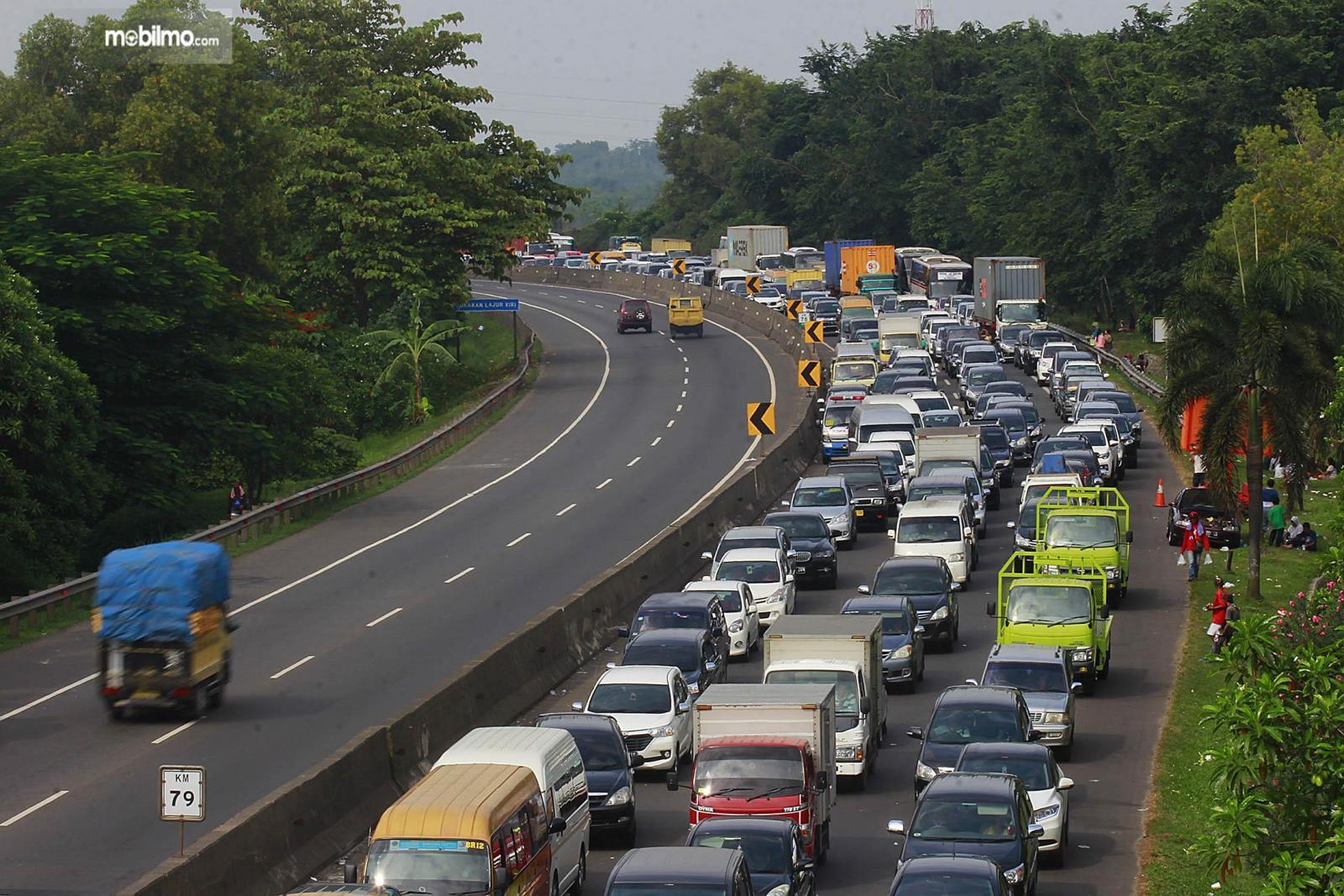 Foto menunjukkan salah satu pemandangan di Jalan Tol Purbaleunyi