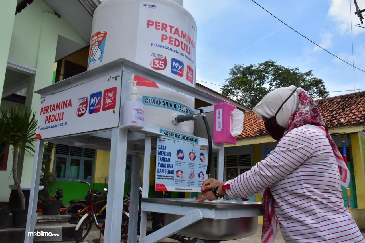 Foto menunjukkan tempat mencuci tangan bantuan Pertamina
