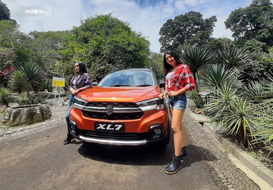 Foto menunjukkan Suzuki XL7 tampak dari depan