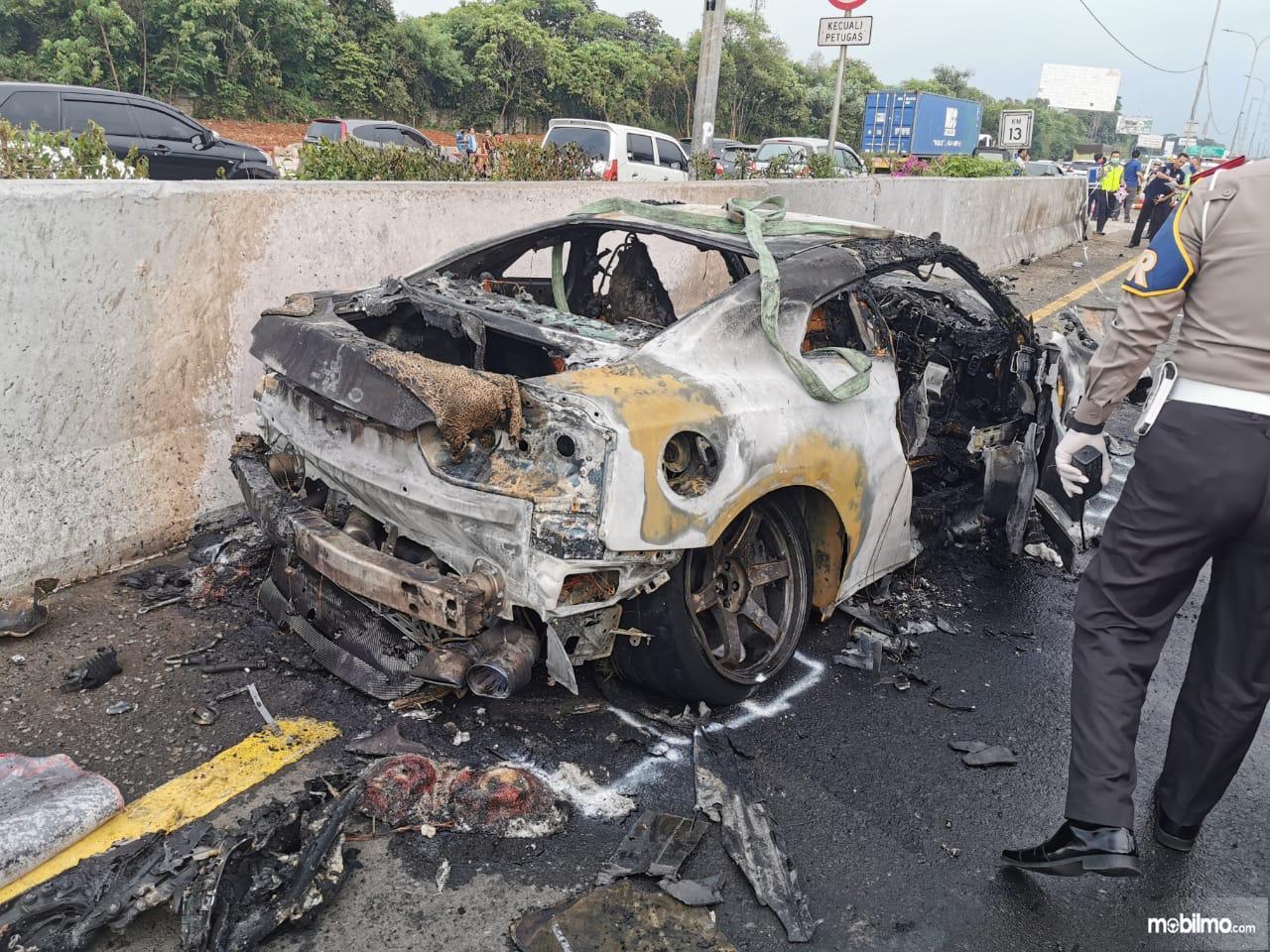 Foto kondisi NIssan GT-R milik Wakil Jaksa Agung RI, Arminsyah yang terbakar habis