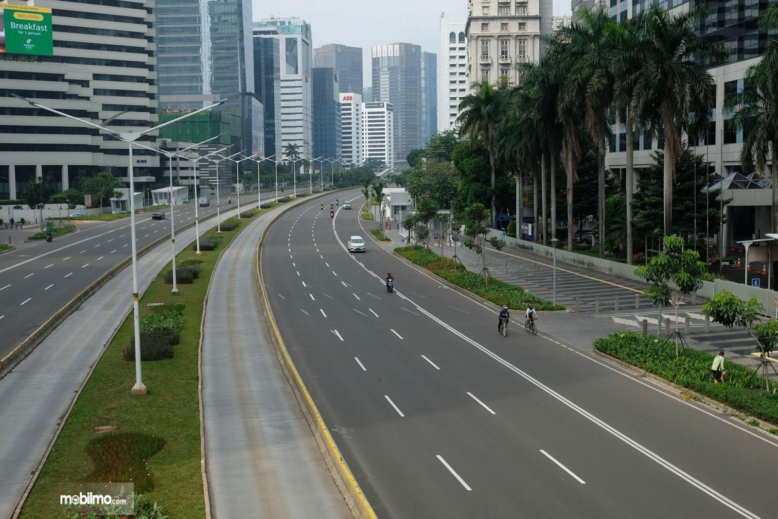 Foto menunjukkan saat Jakarta sedang lengang