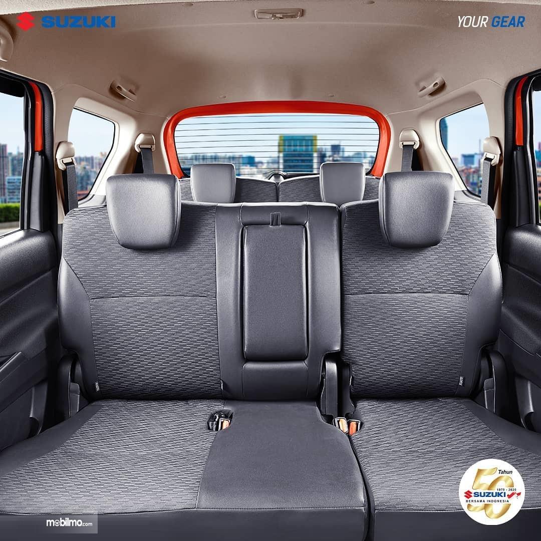 Foto menunjukkan Interior Suzuki XL7