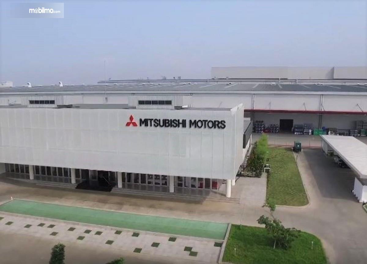 Foto menunjukkan Pabrik Mitsubishi Cikarang Jawa Barat