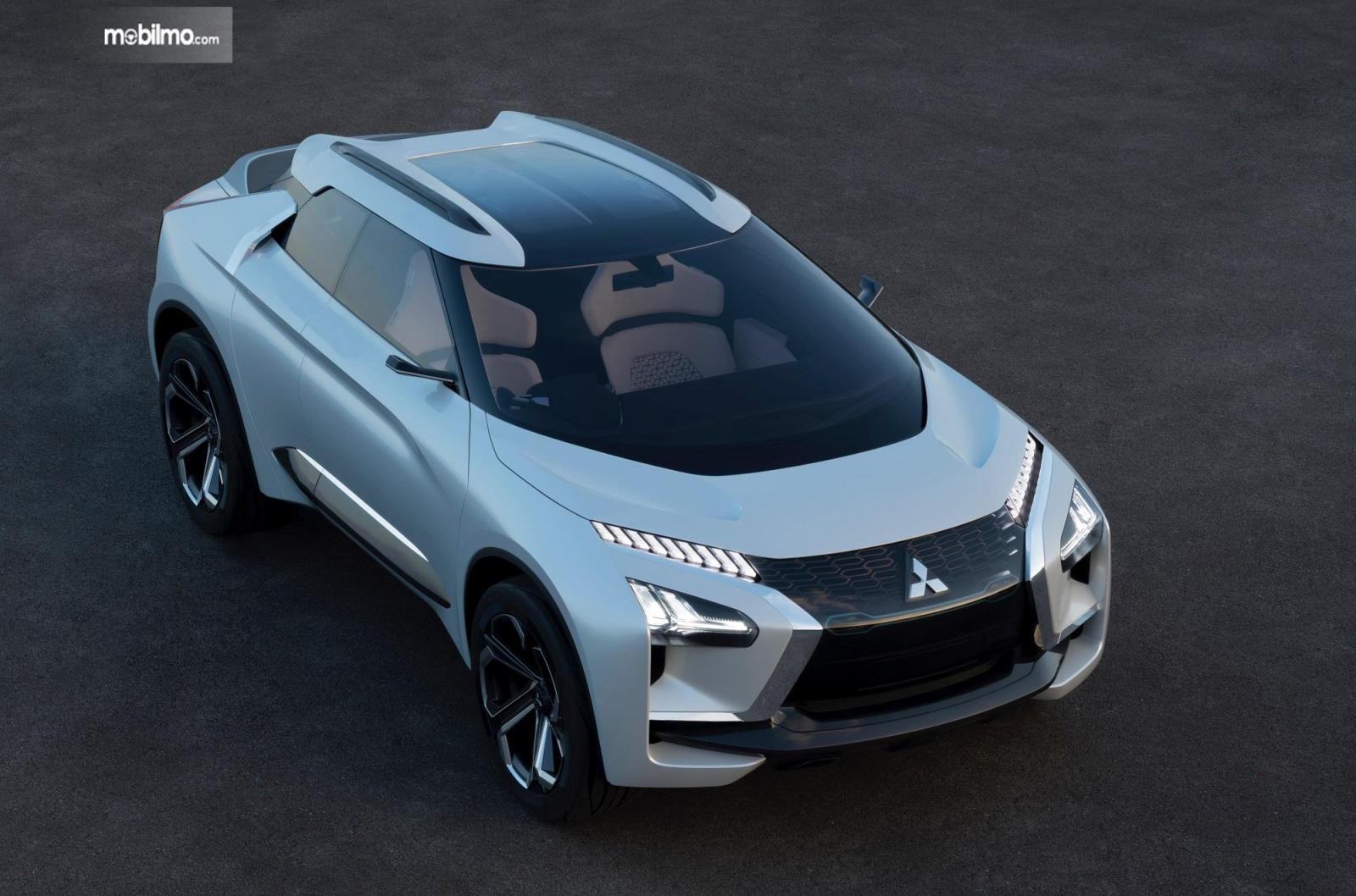 Foto menunjukkan Mitsubishi e-Evolution Concept tampak dari samping depan