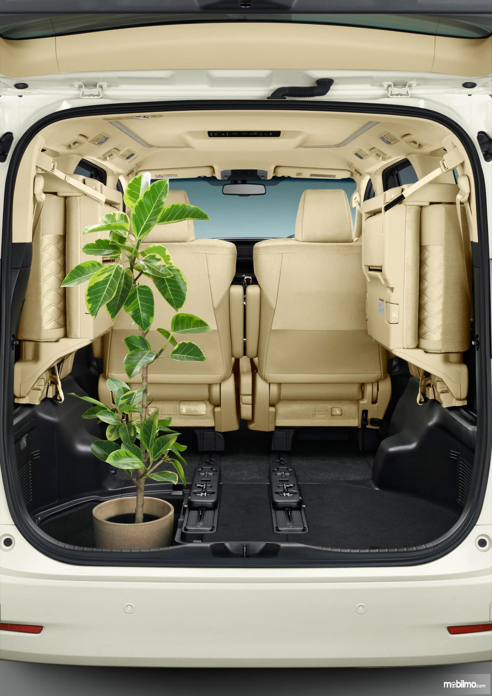 Foto Bagasi Toyota Alphard Hybrid