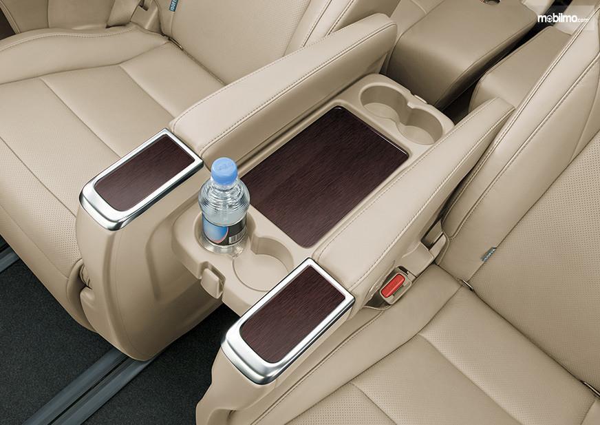 Foto menunjukkan Kursi Toyota Alphard Hybrid