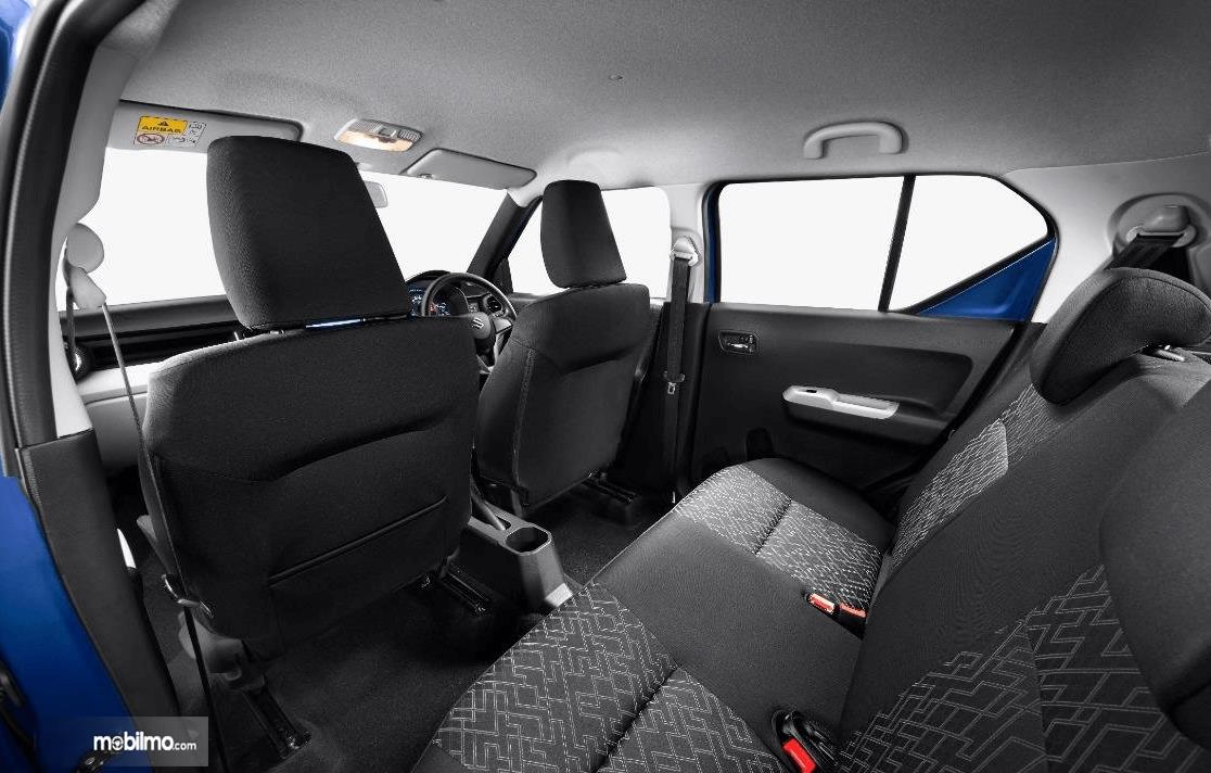 Gambar ini menunjukkan jok Mobil Suzuki Ignis 2020