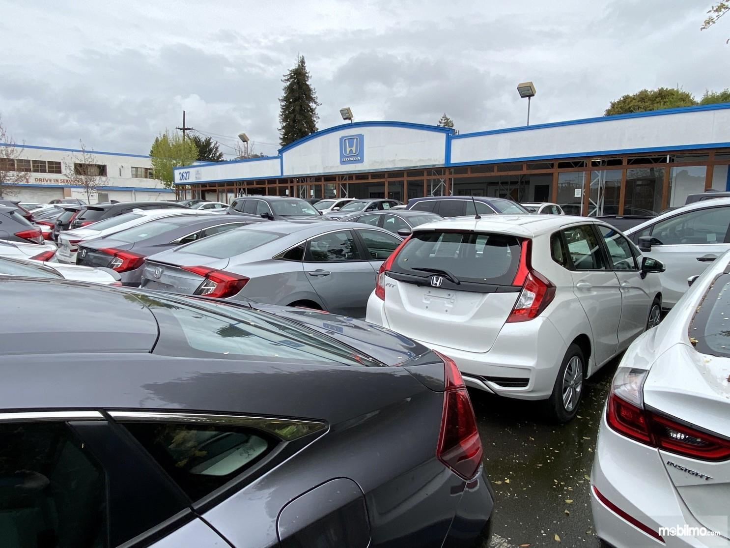 Foto sejumlah mobil baru Honda siap dikirim ke diler