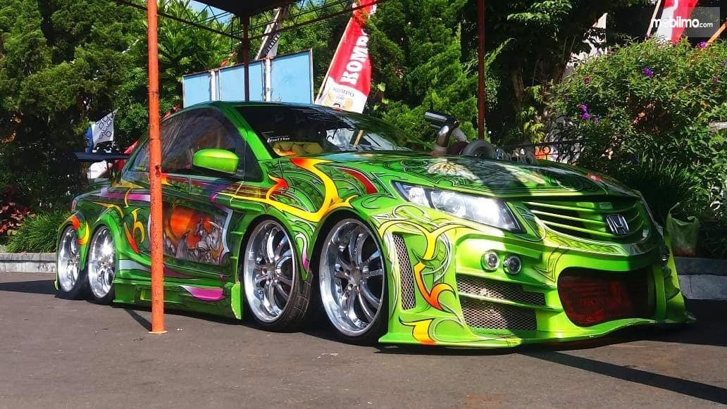 Foto mobil dengan modifikasi ekstrem