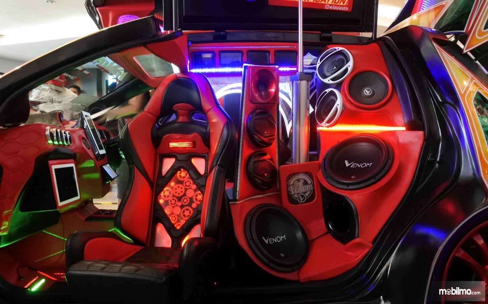 Foto sistem audio mobil yang sudah dimodifikasi
