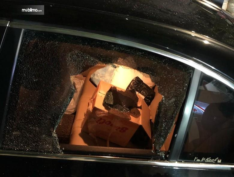 Foto kaca mobil dr, Tirta dipecah penjahat
