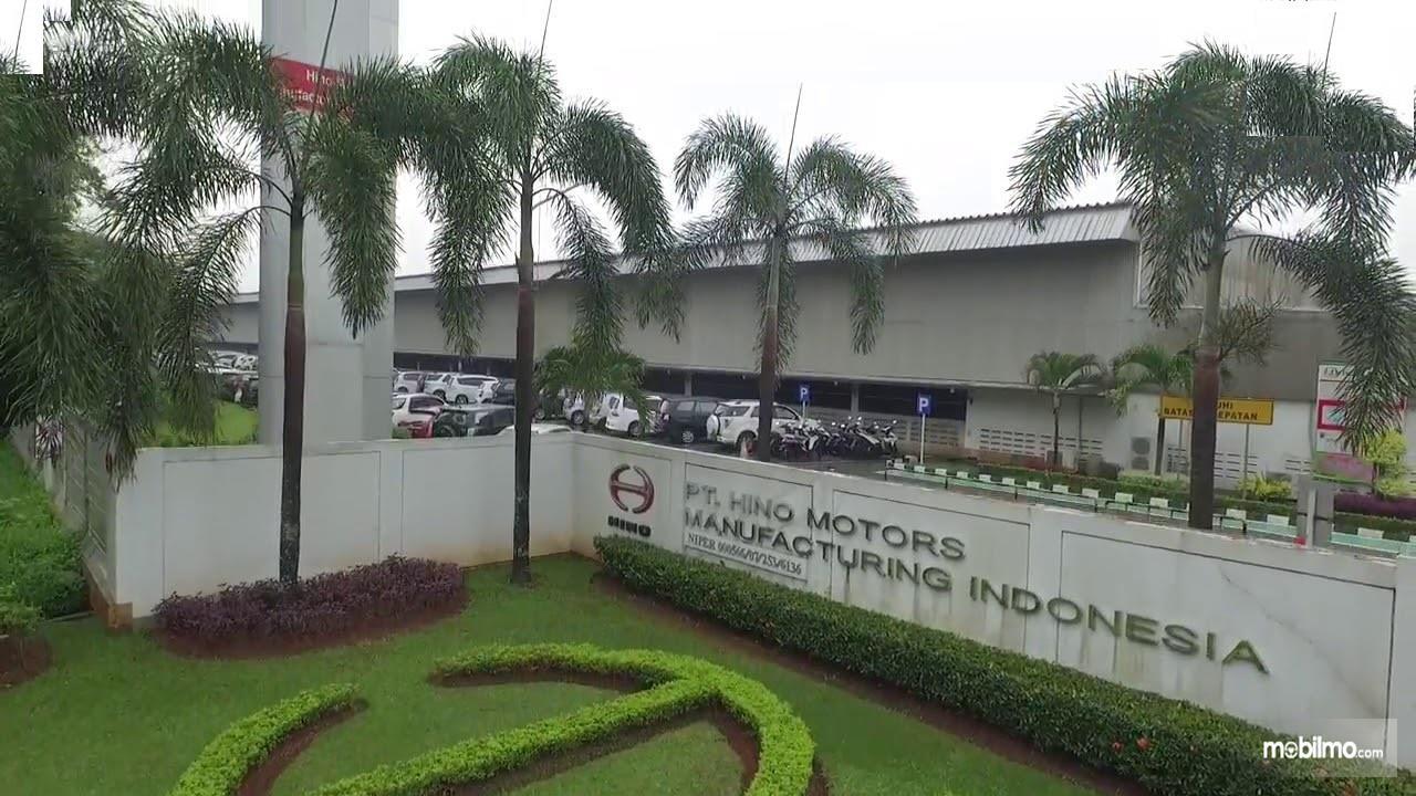 Foto Pabrik Hino di Indonesia tampak dari depan