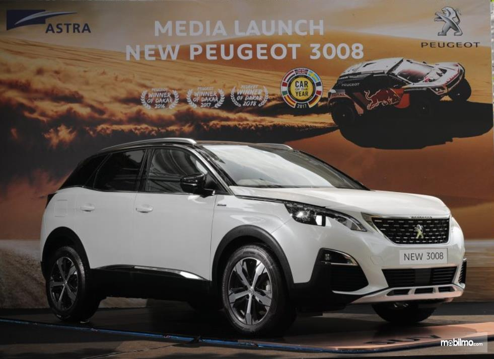 Gabar ini menunjukkan mobil New Peugeot 3008 warna putih