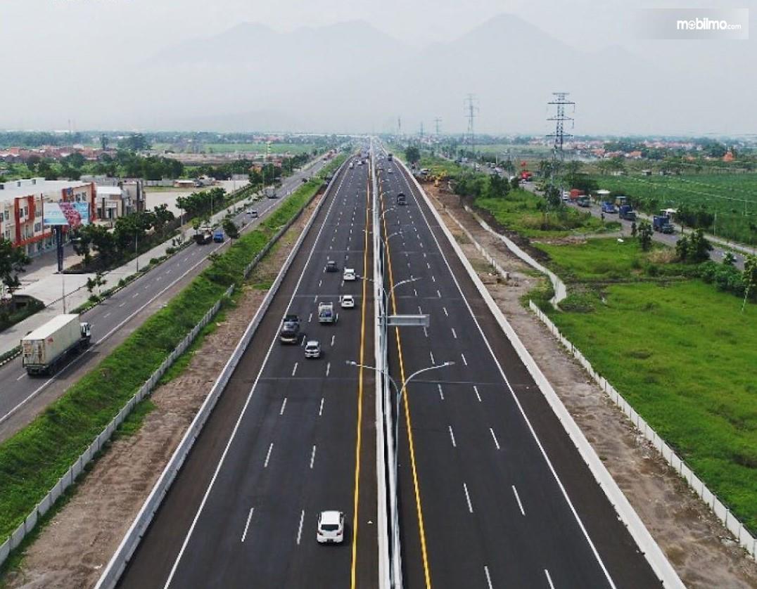 Foto menunjukkan jalan Tol Surabaya-Gempol tampak dari udara