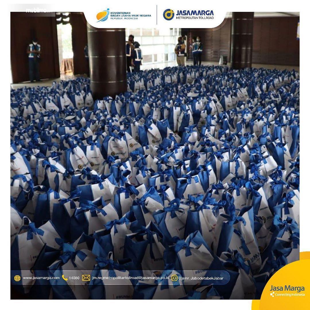 Foto menunjukkan ribuan paket sembako dari Jasa Marga untuk Masyarakat