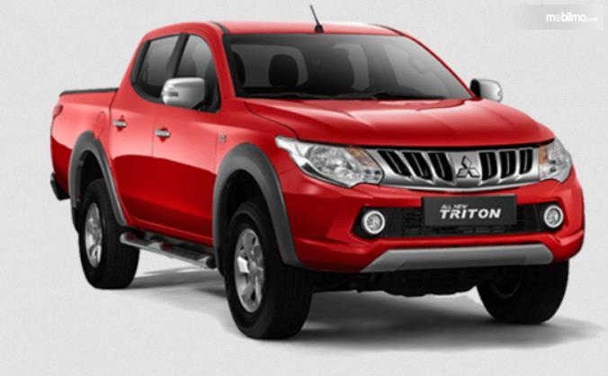 Gambar ini menunjukkan sisi depan Mitsubishi Strada Triton 2017