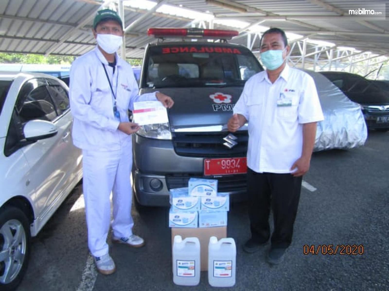 Foto menunjukkan suasana saat Penyerahan bantuan masker medis dari Honda di RSUD Karawang