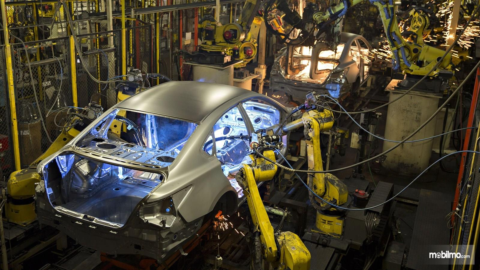 Foto menunjukkan perakitan mobil di Pabrik Nissan di Tenesse AS