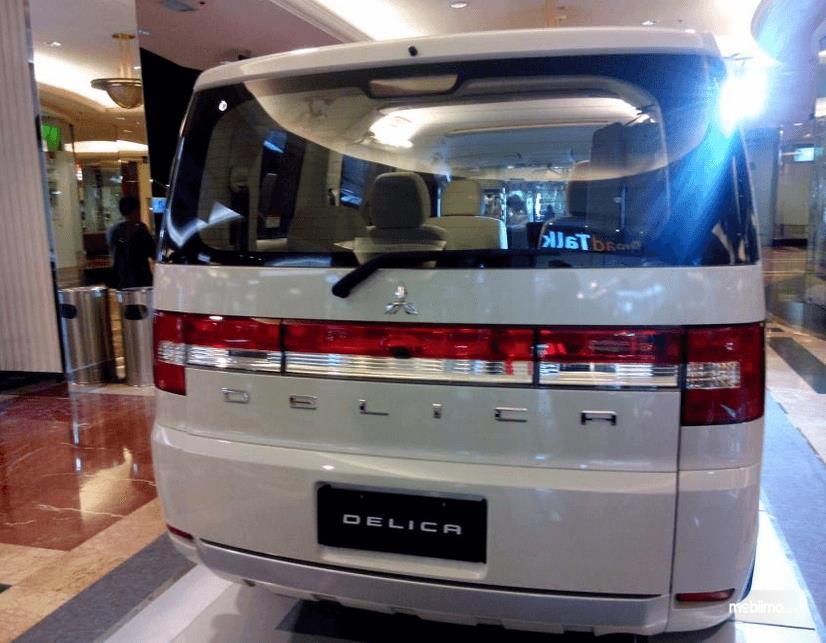 Review Mitsubishi Delica 2017 Indonesia Fitur Lengkap Harga Hampir Setengah Miliar
