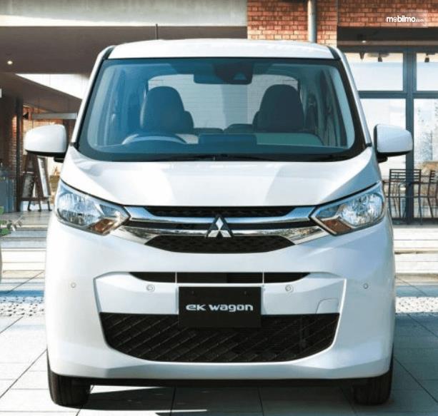 Gambar ini menunjukkan mobil Mitsubishi eK Wagon