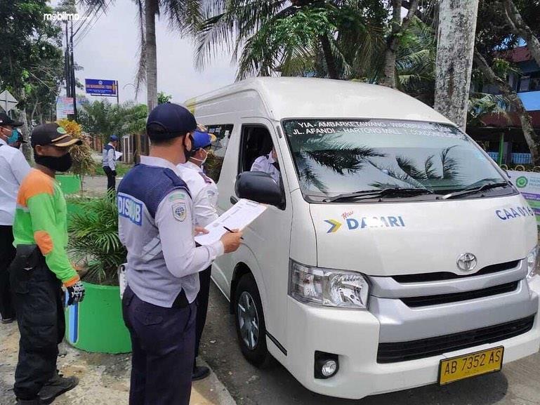 Foto menunjukkan Pemeriksaan kendaraan di wilayah polda DIY
