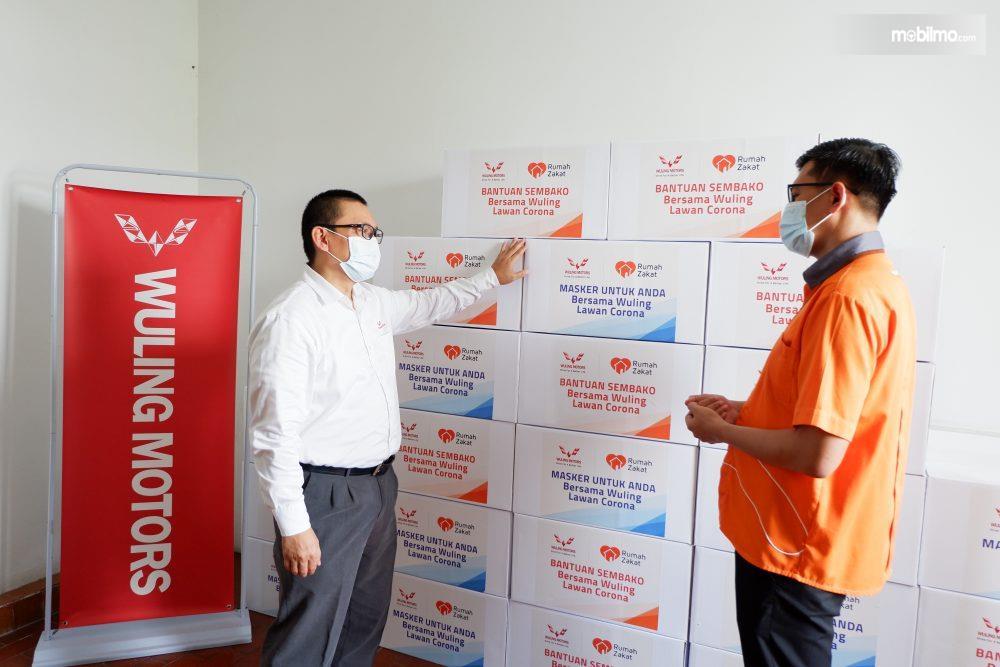 Foto menunjukkan Bantuan Masker dari Wuling Untuk Rumah Zakat