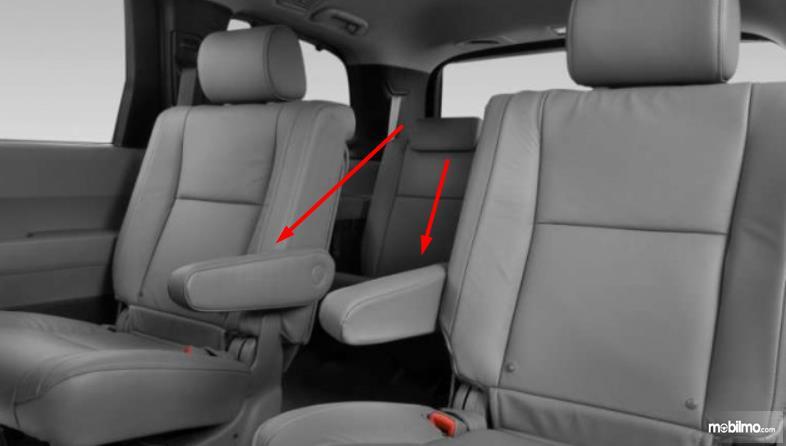 Gambar ini menunjukkan fitur Captain Seat pada jok mobil