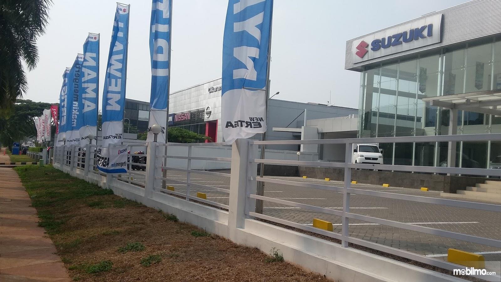 Foto menunjukkan salah satu diler Suzuki di Indonesia