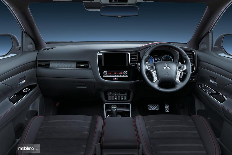 Foto menunjukkan Interior Mitsubishi Outlander PHEV Black Edition