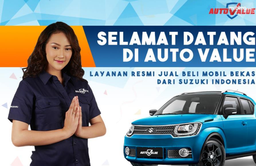 Gambar ini menunjukkan seorang wanita dan mobil di brosur Auto Value