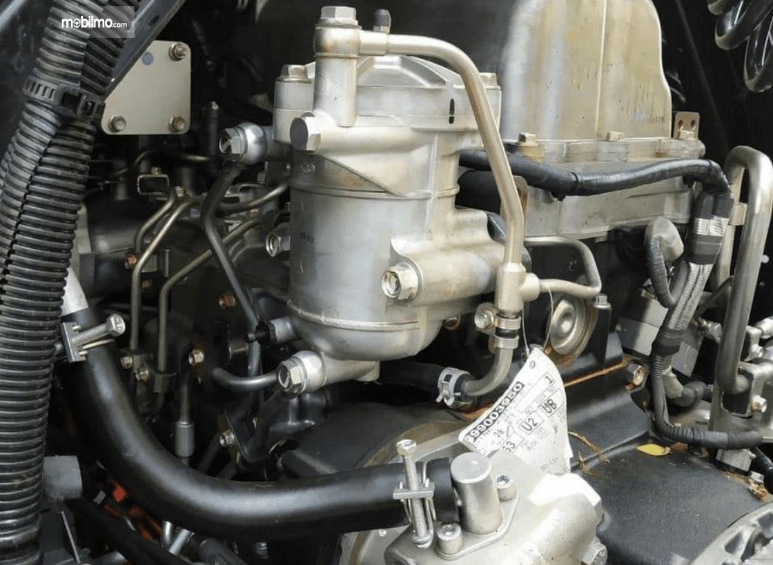 Gambar ini menunjukkan mesin mobil Isuzu Giga Tractor Head GXZ 60 K ABS 2019