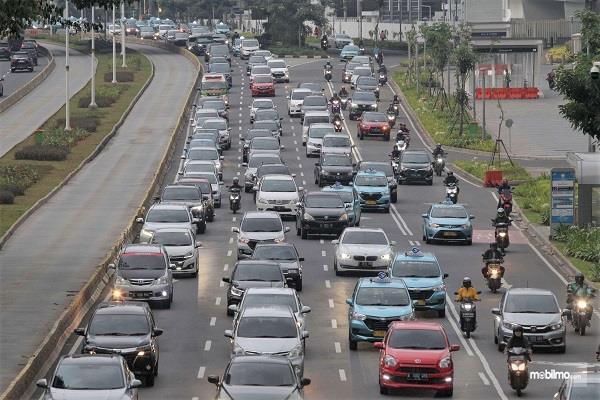Foto menunjukkan lalu lintas di ibu kota