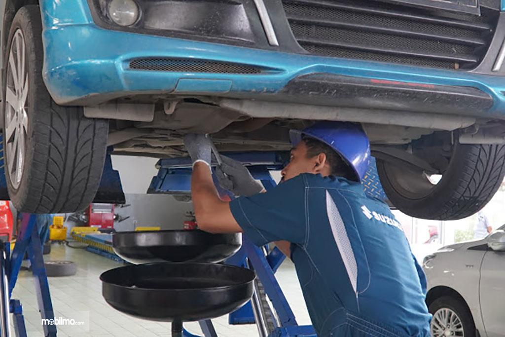 Foto servis di bengkel Suzuki