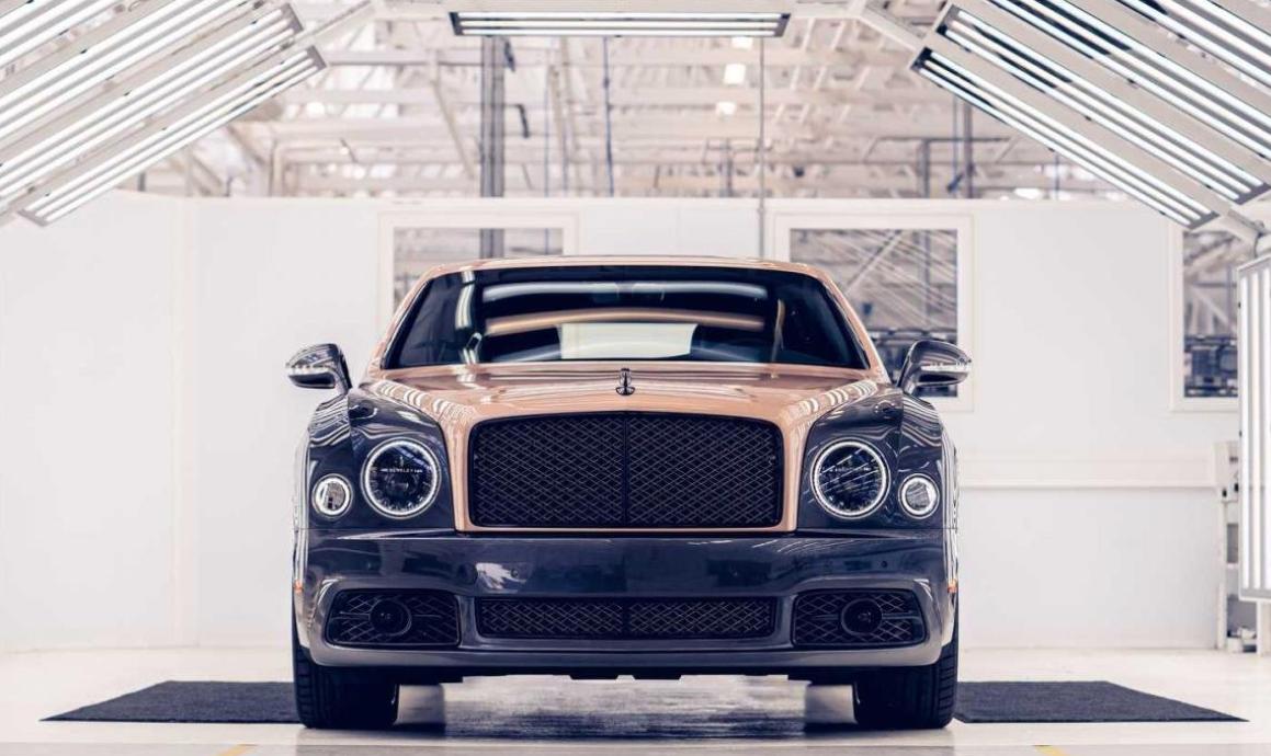 Gambar ni menunjukkan mobil Bentley Mulsanne produksi terakhir tampak depan