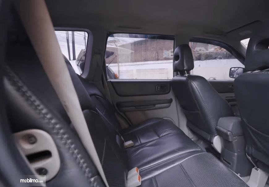 Gambar ini menunjukkan jok mobil Nissan X-Trail 2.0 MT 2007