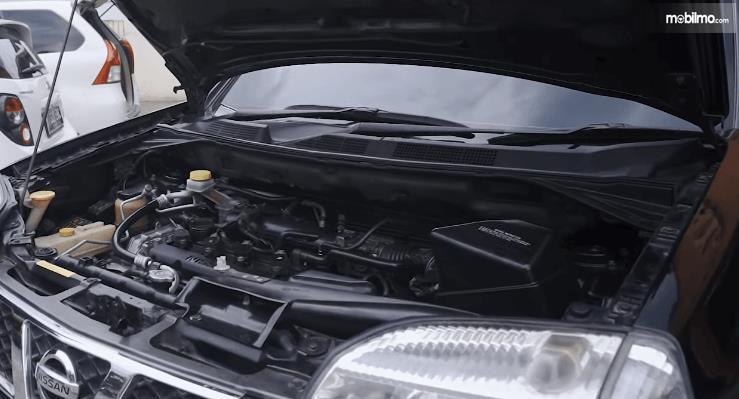 Gambar ini menunjukkan mesin mobil Nissan X-Trail 2.0 MT 2007