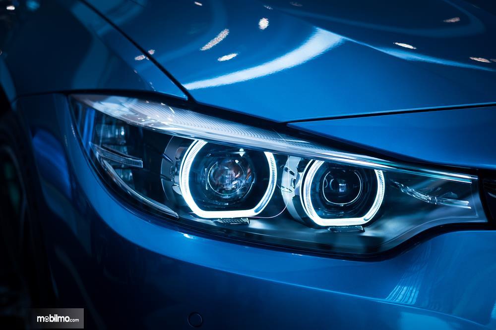 Foto Lampu utama BMW menggunaan LED