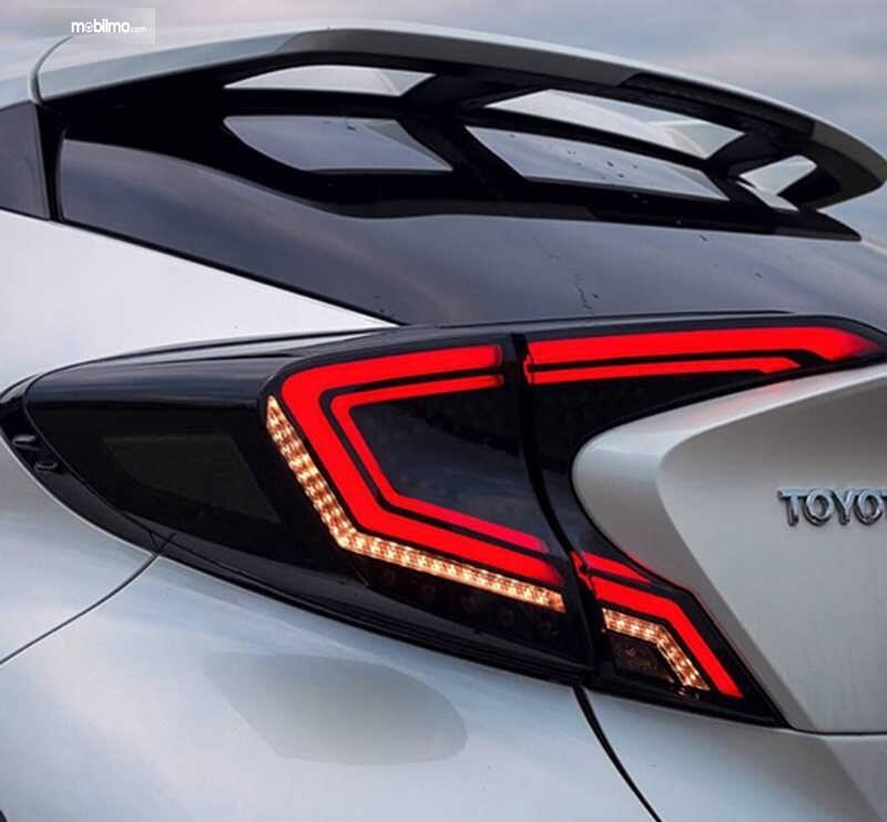 Foto menunjukkan tail light stop lamp yang sudah dimodifikasi makin keren