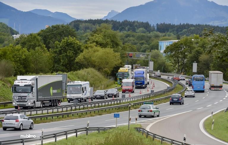 Foto salah satu pemandangan lalu lintas di Austria