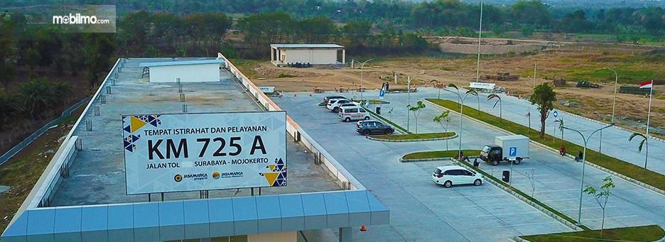 Foto menunjukkan Rest Area 725A Tol Surabaya-Mojokerto