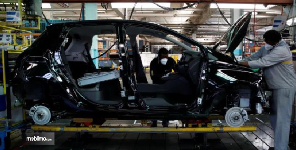 Gambar ini menunjukkan bagian mobil dari Nissan