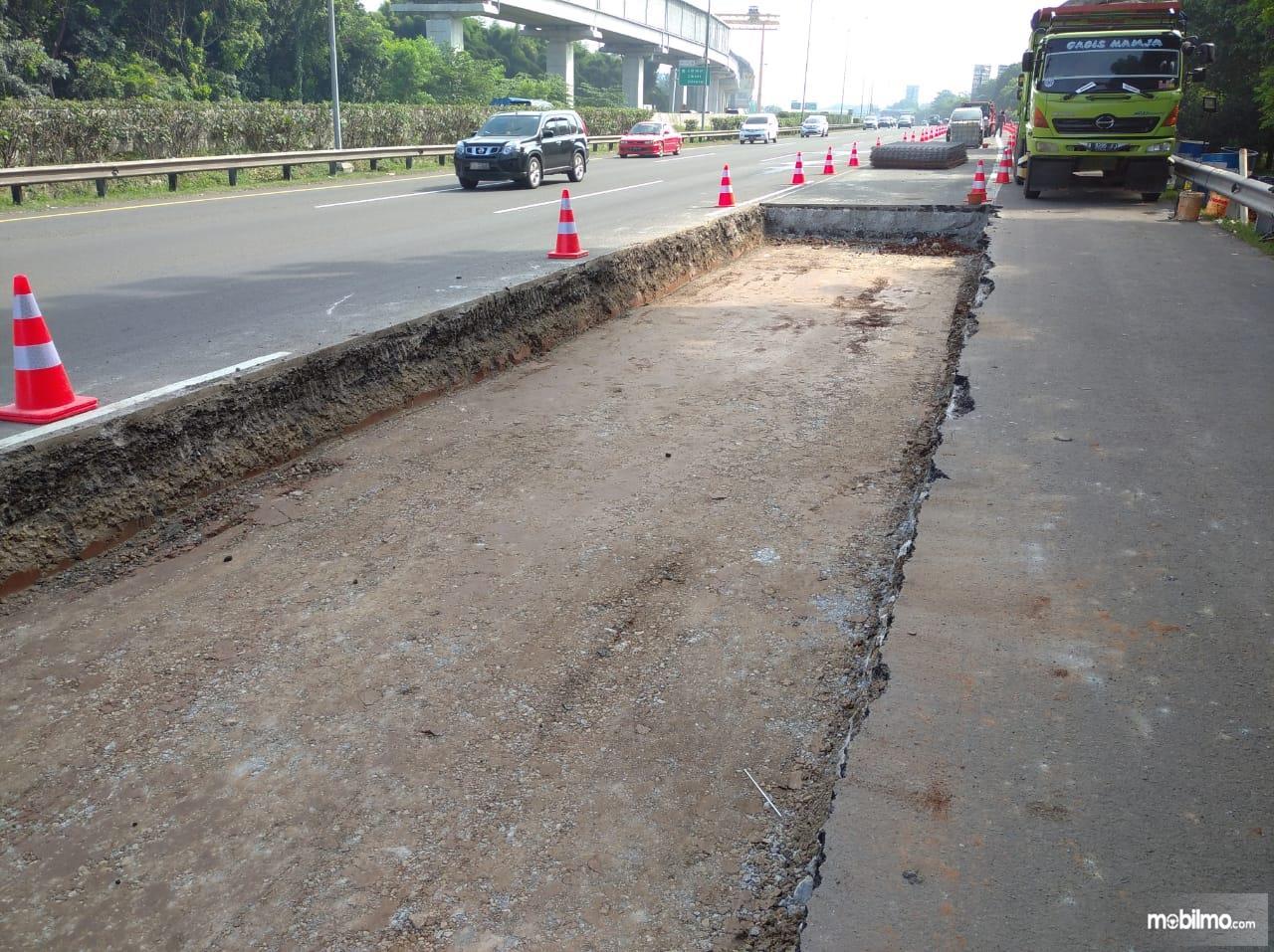 Foto menunjukkan titik perbaikan jalan di Tol Jagorawi
