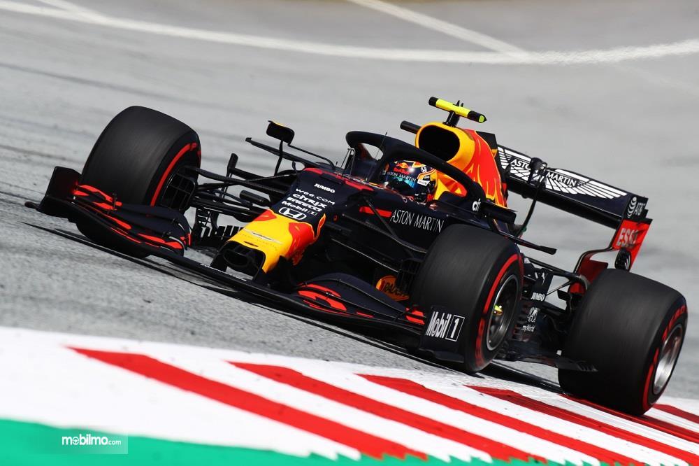 Foto menunjukkan mobil balap di Tim Honda di F1 GP Styria